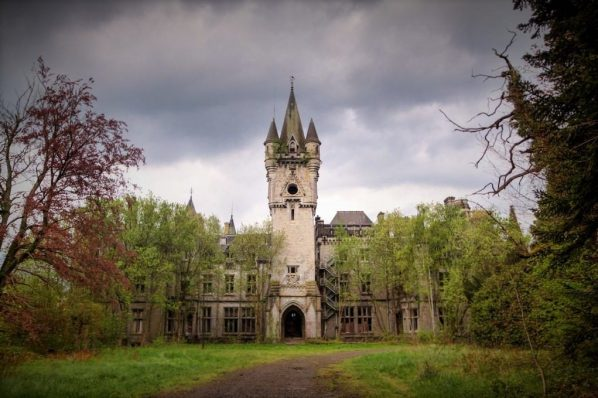 Things to do on Halloween, Miranda Castle Celles Belgium