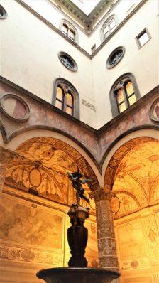 Piazzale Degli Uffizi statue, Florence, Italy