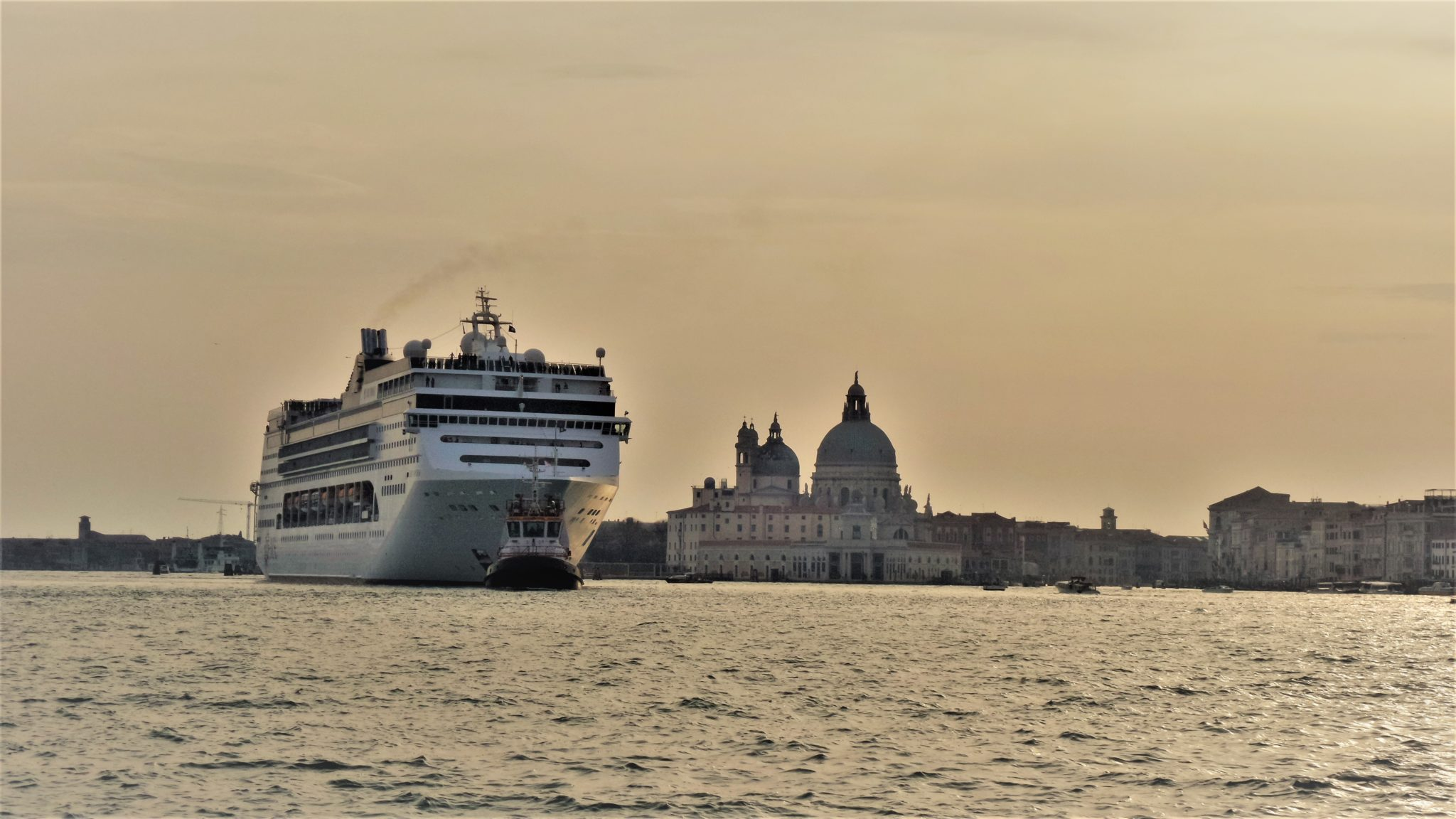 Venice on a budget round the world magazine for Round the world cruise 2016